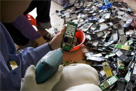 央视调查旧手机 可提炼黄金纯度远高于矿石 第3张