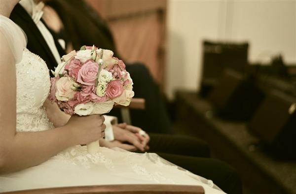 研究表明:2月14日结婚更有可能会离婚.jpg