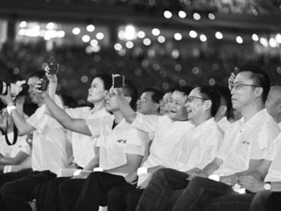 """张勇接棒马云出任董事局主席 20岁阿里公布""""新六脉神剑"""""""